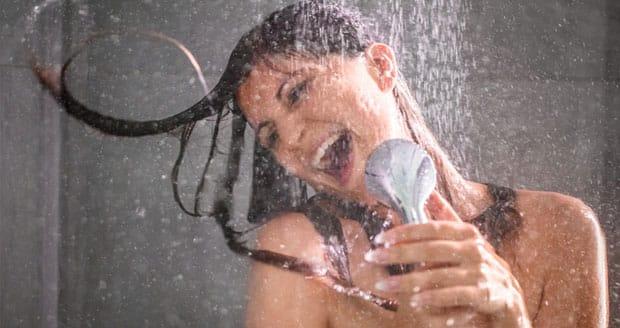 meezingen onder de douche