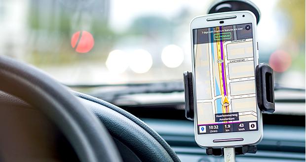 Met een routeapp in de auto vermijd je files en flitsers