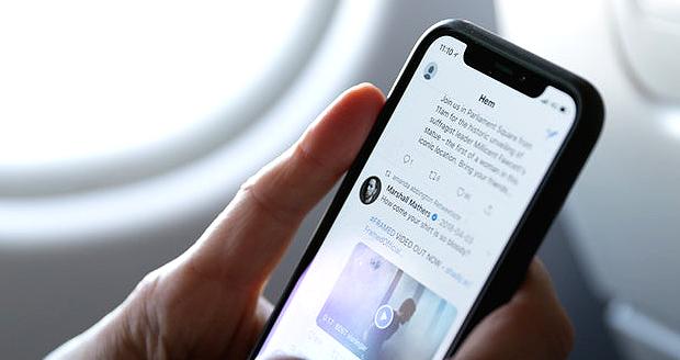 Met MB's kun je op Twitter blijven, ook in het vliegtuig.