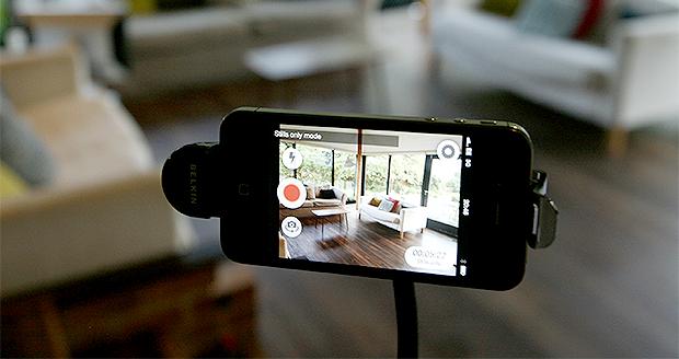 Een oude iPhone kun je als beveiligingscamera gebruiken in je huiskamer.
