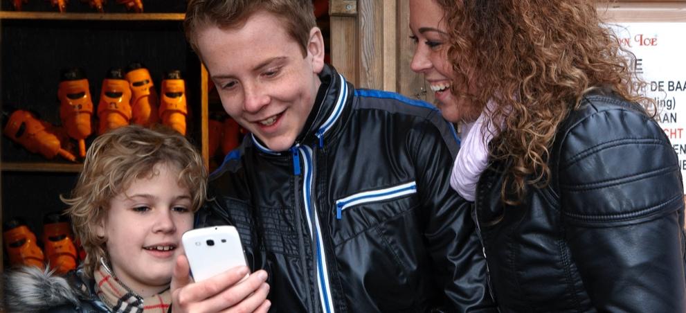 Hun eerste eigen mobiel. Wat komt erbij kijken?